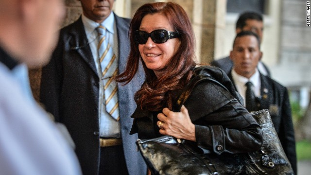 La presidenta argentina Cristina Kirchner sufre bursitis en la cadera
