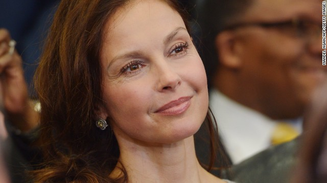 At Obama event, Ashley Judd says she may run for office one day