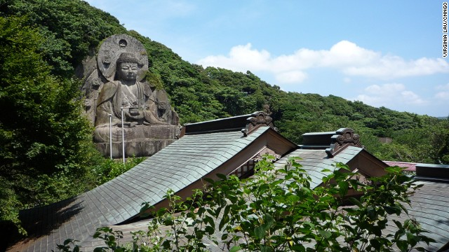 Located in the city of Kyonan, Chiba Prefecture, Nihonji Daibatsu at Mount Nokogiri is 31 meters high. This effigy of the Buddha of Healing was carved out the mountain in the 1780s.