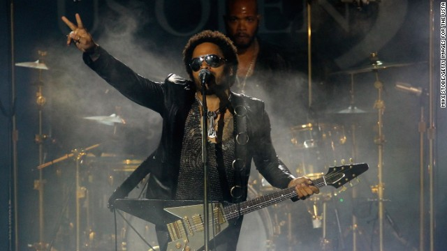 "Lenny Kravitz is the son of Roxie Roker, who played Helen Willis on the TV sitcom ""The Jeffersons,"" and NBC news producer Sy Kravitz. ""I knew that my father physically looked different from my mother, but that wasn't an issue to me,"" Lenny Kravitz said on Oprah's ""Master Class."" ""People look different."""