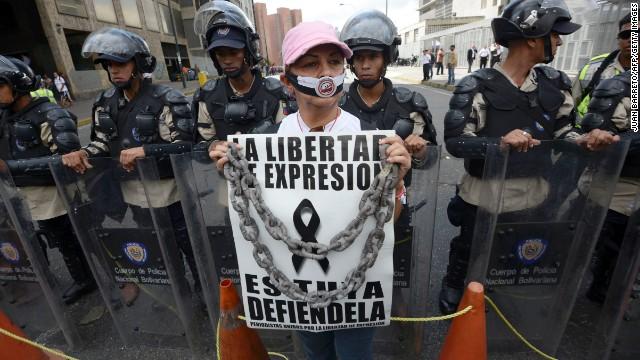 Medios impresos de Venezuela exigen divisas para comprar papel periódico