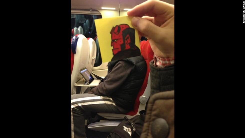 Caricaturas en el tren