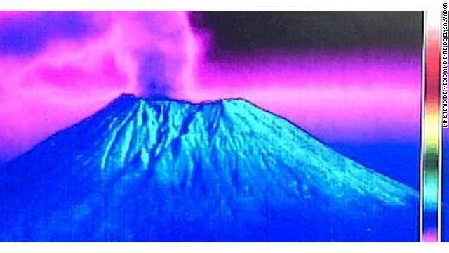 Alerta en El Salvador por erupción de gases y cenizas del volcán Chaparrastique
