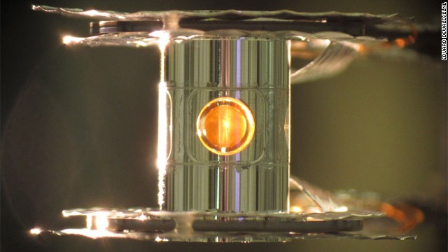 A metallic case called a hohlraum holds the deuterium-tritium fuel capsule.