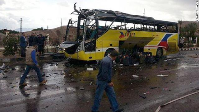Al menos 3 muertos y 14 heridos en la explosión de autobús turístico en Egipto