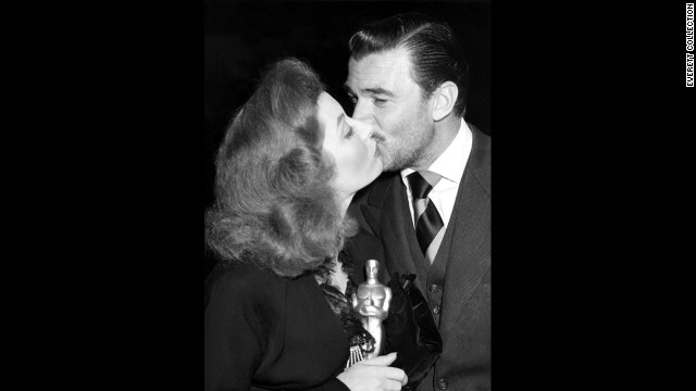 "After winning the best actress Oscar in 1943, Greer Garson gets a congratulatory kiss from her ""Mrs. Miniver"" co-star Walter Pidgeon."