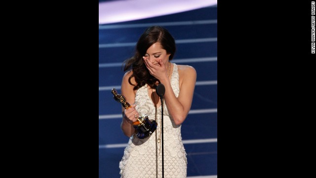 "Marion Cotillard accepts the Oscar for her role in ""La Vie en Rose."""