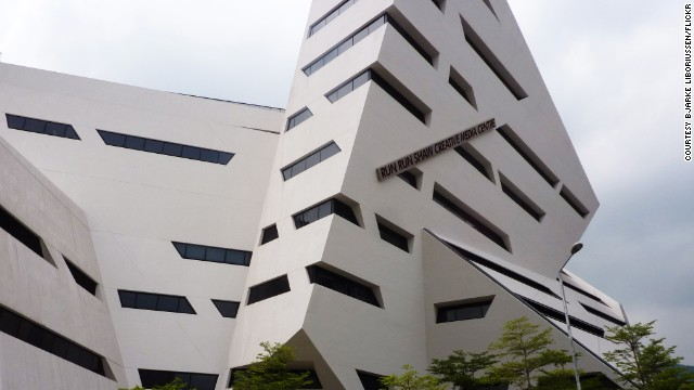 In 2012, the building was assigned a BEAM Platinum sustainability rating. The building houses the School of Creative Media at City University of Hong Kong. <strong>Architects:</strong> Daniel Libeskind.