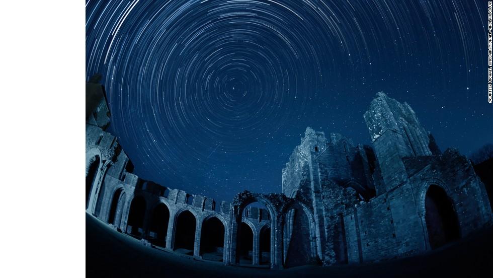 Una Hermosa Luna Y Un Precioso Cielo Lleno De Estrellas Buenas