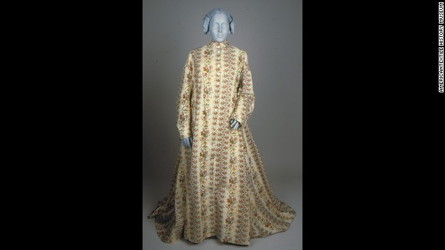 "American women of the Victorian era would wear an ""indoor wrapper"" while hosting female friends in their homes for polite conversation or needlepointing."