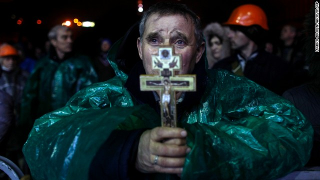 A protester holds a crucifix as he prays in Independence Square on February 20.