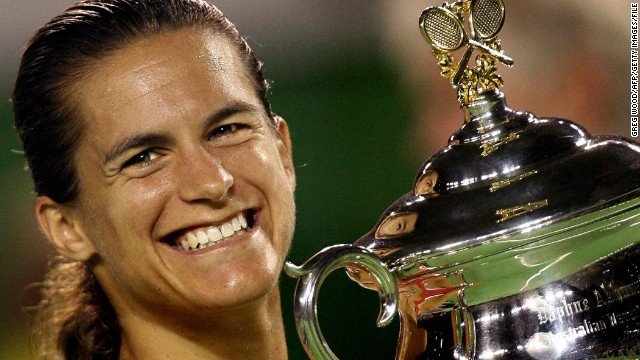 After first topping the world rankings in 2004, the first of Mauresmo's two grand slam titles came at the Australian Open in 2006, as she beat Justine Henin following the Belgian's retirement in the Melbourne final.