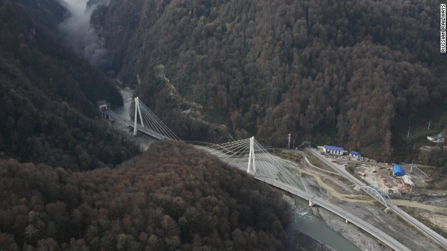 By working with consultants from Italy, Spain and Switzerland a 37 km flyover has been constructed, across all impediments, to deliver travelers from one end to the other in around 30 minutes when free of traffic .<!-- --> </br>