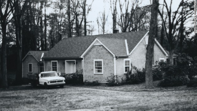 In January 1982, Edwards' longtime friend and neighbor Jimmy Holloway let himself into her house after noticing newspapers piling up in the driveway. Holloway, a Greenwood city councilman, called police and told them he had found Edwards' body. He also pointed out Elmore, a semi-literate handyman, as a possible suspect.