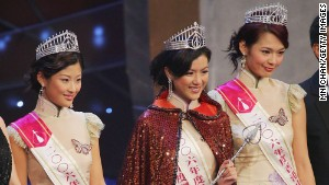 Miss Hong Kong and runners-up celebrated the cheongsam in 2006. Pageant contestants still do.