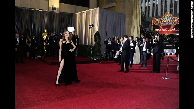 Angelina Jolie's right leg at the 2012 Oscars: Never. Forget.