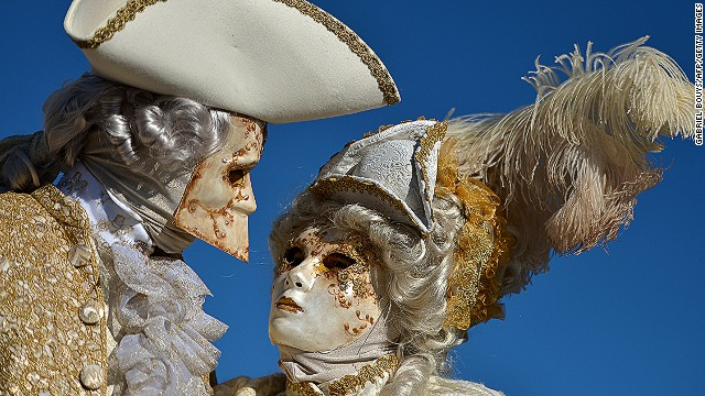In the 18th century Venetian men wore the <i>bauta</i>, pictured at left, to political meetings so that they could express their will anonymously. This style of mask has a protruding chin that allows its wearer to eat and drink without removing his headgear.