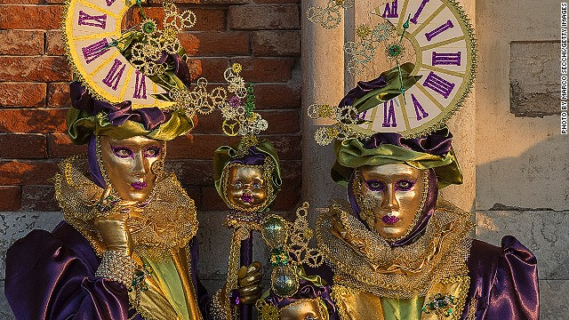 The <i>volto</i> mask is considered the most typical Venetian mask. Often stark white or gilded, it covers the entire face. Owing to the fact it's light weight and rather creepy, the <i>volto</i> is also known as the ghost mask.