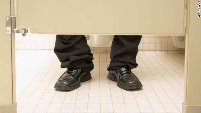 Una compañía de EE.UU. limita el uso del baño a 6 minutos al día