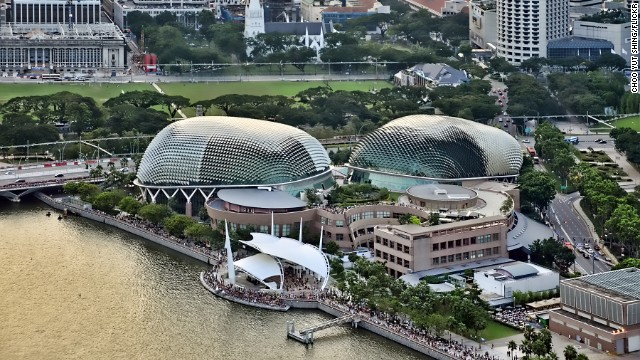 Officially opened on October 12, 2002, the Esplanade's program includes 14 festivals and 20 on-going series per year. <strong>Architects: </strong>DP Architects Pte Ltd, James Stirling, Michael Wilford & Associates, PWD Corporation Private Limited.