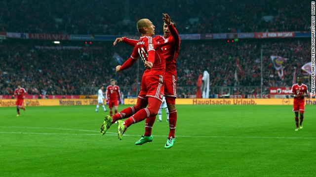 Arjen Robben (left) celebrates team mate Thiago during the 5-1 win over Schalke on Saturday.