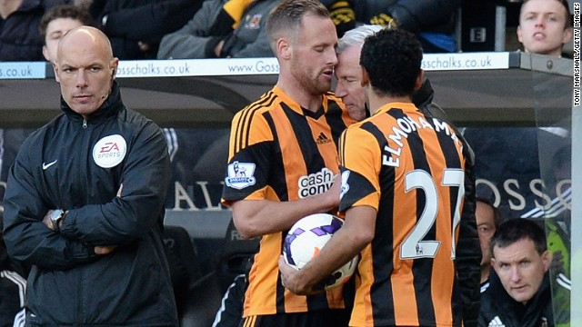 Newcastle United manager Alan Pardew (second from right) makes contact with David Meyler (center) on Saturday.