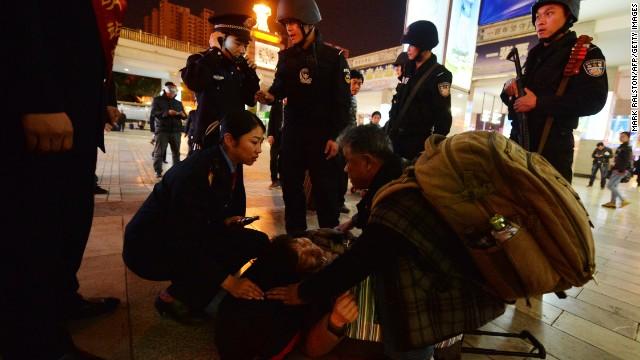 Policía china arresta a sospechosos de apuñalamiento masivo en una estación