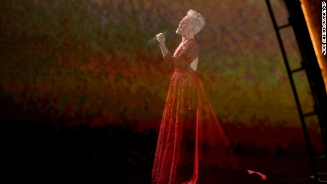 "Pink sings ""Over the Rainbow"" while scenes from ""The Wizard of Oz"" are projected in the background. The performance was a tribute to the film's 75th anniversary."