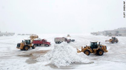 Storm drops snow from Illinois to Maine