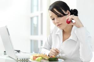 Limita las distracciones a la hora de comer