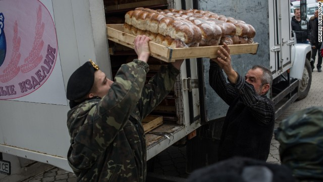 A soldier and a truck driver unload bread outside the Ukranian navy headquarters in Sevastopol, Ukraine, on March 2.