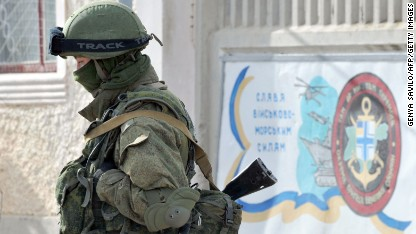 Pro-Russian forces tighten Crimea grip