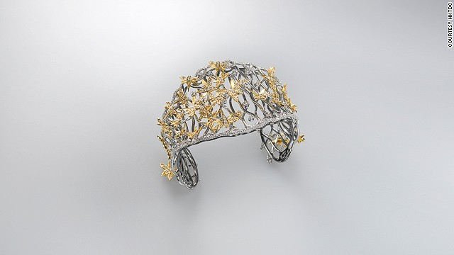 This exquisitely worked cuff designed by Ko Wut Ming for Jewel Arts Ltd. also won a Best of Show Award at this year's competition.