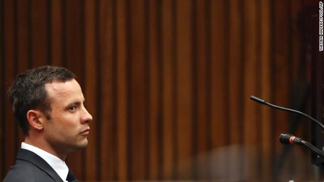 Pistorius dormía con una pistola al lado, dice una de sus exnovias