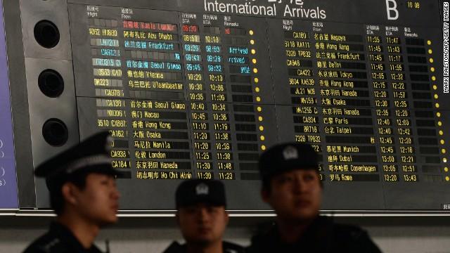 En el avión desaparecido había viajeros de 14 países, entre ellos cinco niños