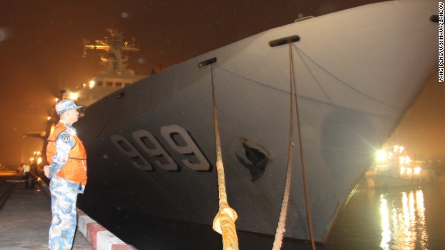 The Chinese navy warship Jinggangshan prepares to leave Zhanjiang Port early on March 9 to assist in search-and-rescue operations for the missing Malaysia Airlines flight. The Jinggangshan, an amphibious landing ship, is loaded with lifesaving equipment, underwater detection devices and supplies of oil, water and food.