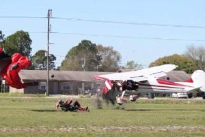 Un Cessna atropella en el aire a un paracaidista