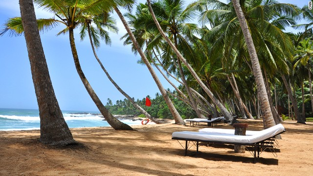 Amanwella has its own 800-meter, crescent-shaped beach.