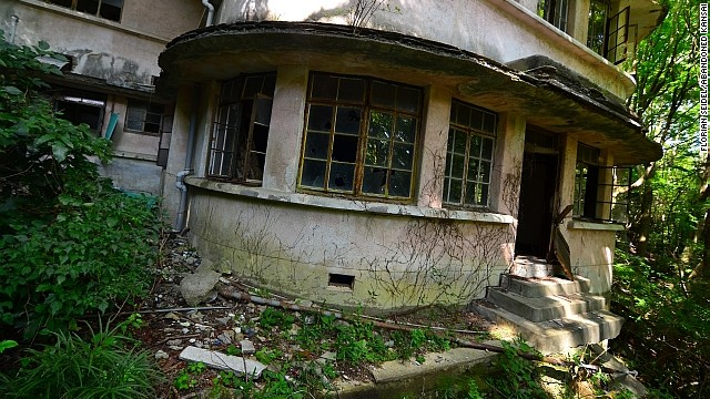The abandoned Maya Tourist Hotel was built in 1929. In a blog post dedicated to his find, Seidel says the deteriorating venue, located halfway up Mt. Maya in Kobe, has been battling the forces of nature since being left to the elements some two decades ago.