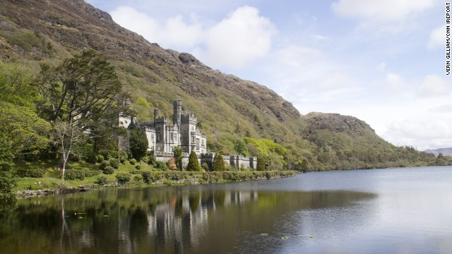 <strong>County Galway:</strong> Kylemore Abbey in Connemara