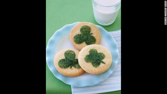 Dress up sugar cookies with a touch of green pride this Saint Patrick ...