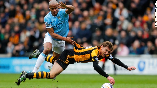 Earlier Saturday, Chelsea's main title rival Manchester City bounced back from the early sending-off of captain Vincent Kompany for this foul on Hull striker Nikica Jelavic.