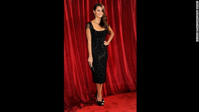 Actress Penelope Cruz arrives at the 2010 Screen Actors Guild Awards wearing a L'Wren Scott dress.