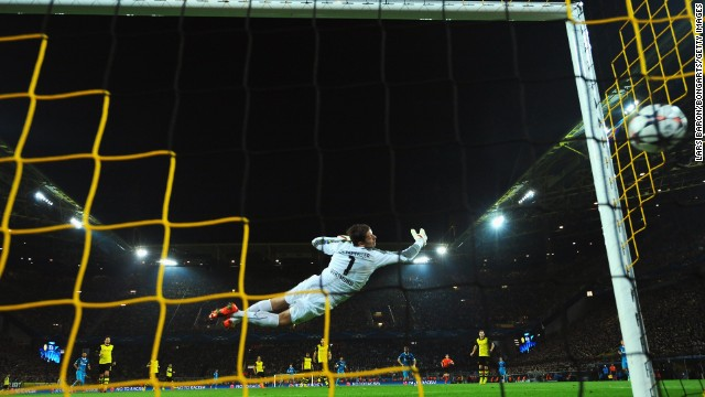 Dortmund keeper Roman Weidenfeller could do nothing, however, on Hulk's stunning opening goal in Germany.