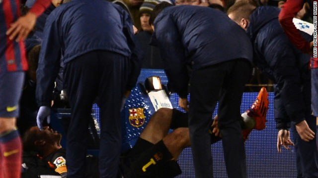 Víctor Valdés se lesiona el ligamento cruzado de la rodilla derecha