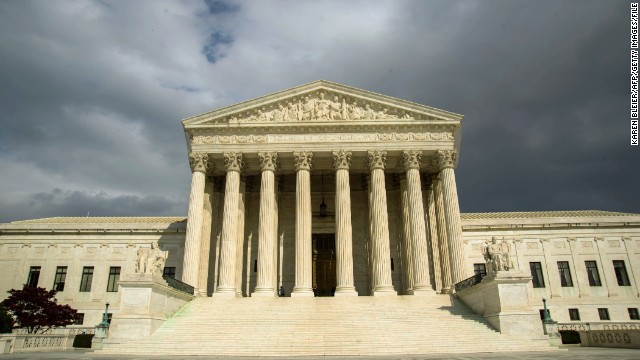 A First Amendment fight between the U.S. Secret Service and anti-Bush protesters has reached the U.S. Supreme Court.