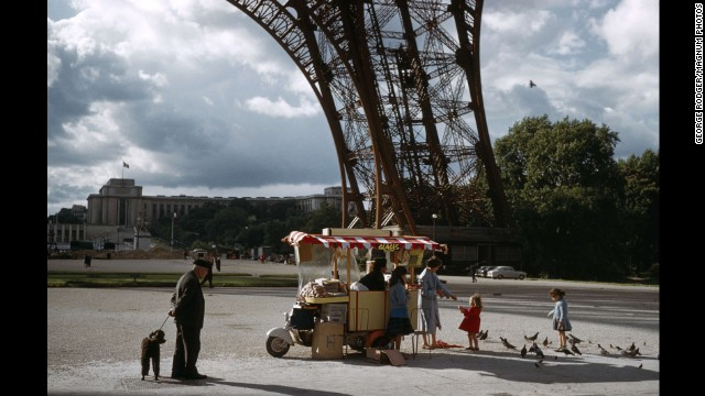 A cart sells refreshments underneath the Eiffel Tower in 1961.