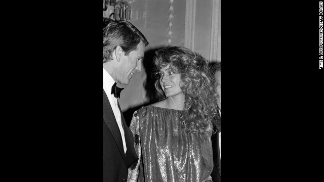 "<a href='http://www.cnn.com/2013/12/21/showbiz/ryan-oneal-react/'>""Charlie's Angels"" star Farrah Fawcett and actor Ryan O'Neal</a> had an on-again, off-again relationship that spanned more than 30 years. They never married and were together at Fawcett's time of death in 2009."