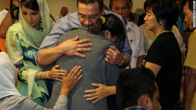 Funcionario de Malasia da esperanzas de encontrar sobrevivientes del vuelo 370