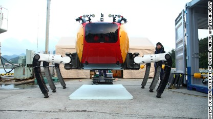Giant robot crab to walk the ocean floor